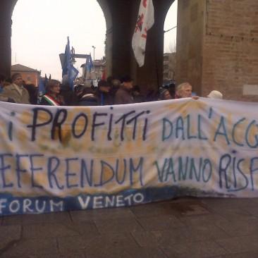 Acqua pubblica a Reggio Emilia come a Napoli, Parigi, Grenoble